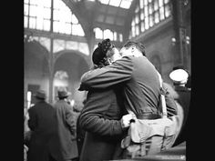Photo by alfred eisenstaedt show couple sharing a last kiss before the soldier departed for war, at penn station in