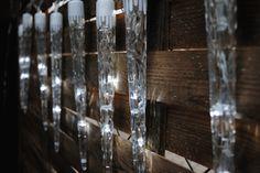 Osvětlení má 8 světelných režimů. Podle nálady můžete zvolit klasické svícení, blikání, a to hned v několika různých intervalech, nebo necháte světlo volně stékat po rampouchu. Každý rampouch má 4 LED diody a stékající efekt tak krásně vynikne. Led