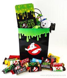 Make a Ghostbusters Halloween BOO Bag for friends and neighbors! #BOOItForward @walmart  [ad]