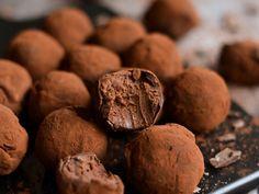 Greek Sweets, Chocolate Caramels, Yams, Truffles, Stuffed Mushrooms, Muffin, Food Porn, Food And Drink, Cookies