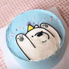 Ice bear likes cake Pretty Cakes, Cute Cakes, Sweet Cakes, Cute Food, Yummy Food, Cute Desserts, Let Them Eat Cake, Cake Designs, Amazing Cakes
