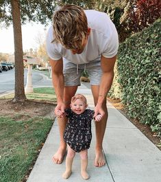 Image may contain: 1 person, tree, child, outdoor and nature Cole And Savannah, Savannah Rose, Savannah Chat, Daddy Daughter, Baby Daddy, Baby Sister, Husband, Cute Family, Family Goals