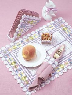 Easter Collection Make Easter extra-special with pretty pastel accents. Plastic canevas