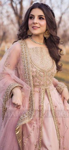 Pakistani Bridal Couture, Pakistani Wedding Outfits, Indian Bridal Fashion, Pakistani Dresses, Gown Dress Party Wear, Balochi Dress, Long Dress Fashion, Girls Fashion Clothes, Asian Bridal Dresses