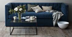 Blaue Samt Couch mit Blumen