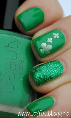 St Patrick's Day Shamrock Nail Art, St Patrick's Day Makeup, St Patrick's Day Nails Tutorial  #design #nails #art #DIY  www.loveitsomuch.com