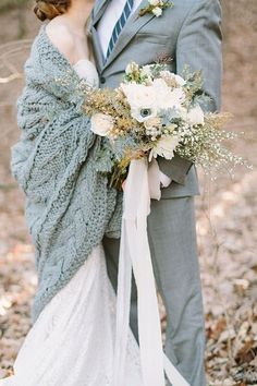 Cool look to a Winter Grey themed wedding. Loving this chunky cable wrap to snuggle up in.