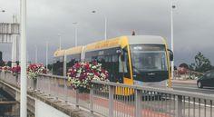 La société Van Hool va assembler 14 «trambus» dans son usine de Koningshooikt (province d'Anvers) pour De Lijn. Les véhicules serviront dès 2019 au transport de passagers dans la périphérie nord de Bruxelles, a annoncé mercredi la société de transport public flamande. Les trambus sont des bus particulièrement longs (24 mètres) censés allier l'efficacité d'un … lire plus