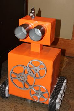 Egg-bot (named for his egg carton wheel meeting) stands guard on the dessert bu. Egg-bot (named for his egg carton wheel meeting) stands guard on the dessert buffett. Vbs Crafts, Diy And Crafts, Crafts For Kids, Gadgets And Gizmos Vbs, 2017 Gadgets, Maker Fun Factory Vbs, Recycled Robot, Robot Theme, Vbs Themes