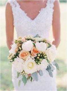 Beautiful bouquet for a summer wedding!