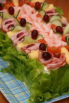 """S mörgåstårta `(in Swedish) (""""sandwich cake """") is a Scandinavian cuisine dish that is popular in Finland, Sweden and Estonia. Party Sandwiches, Sandwich Cake, Tortillas Veganas, Party Dishes, Swedish Recipes, Savoury Cake, Appetizers For Party, Mini Cakes, Food Presentation"""