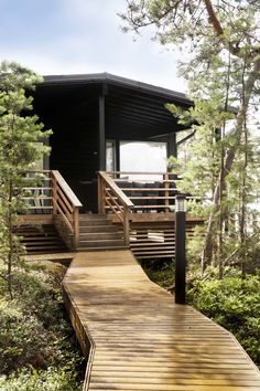 moderni kesähuvila Modern Cabin Interior, Roofing Options, Summer Cabins, Cabins And Cottages, Cottage Design, Cabin Homes, Scandinavian Home, Cabins In The Woods, Cabin Interiors