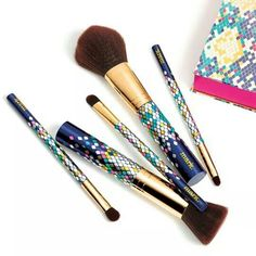 """mark. Gimme a Look 5-Piece Pro Brush Set  #Holiday #Exclusive! Our beloved full-sized #brushes return all dressed up with #luxe #gold #metallic wraps and our holiday-exclusive mosaic #snake #pattern down each #handle. #Gift box #includes pro tips for each brush! Set includes: - Eyeliner brush: 6"""" L - Eye shadow brush: 6 1/4"""" L - Concealer brush: 6 1/2"""" L - Blush + bronzer brush: 6 1/2"""" L - Powder brush: 7"""" L To order visit www.youravon.com/fredbrown today"""