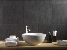 Le lambris PVC aspect ciment gris anthracite, convient pour une pose en mural et sur plafond de salle de bain et s'entretient facilement  avec un chiffon humide.