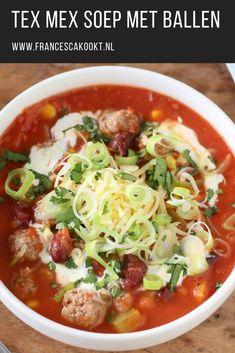 Soep recept. Stel nou dat je alle ingrediënten van taco's combineert, maar die vervolgens serveert in een soep in plaats van in een taco. Dat wordt dan een onwijs lekkere Mexicaanse soep. Serveer deze makkelijke maaltijdsoep als avondeten. #maaltijdsoep #mexicaans #francescakookt Veggie Recipes, Pasta Recipes, Soup Recipes, Cooking Recipes, Tex Mex, Tacos, Caramelized Bacon, Good Food, Yummy Food