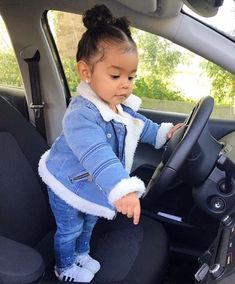 Cute baby girl driving a car Cute Mixed Babies, Cute Black Babies, Cute Babies, Baby Outfits, Outfits Niños, Trendy Outfits, Fashion Outfits, Baby Girls, Cute Baby Girl