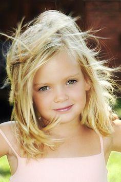 Cute Little Girl Hairstyles 2017 Medium Layered Bob Hair Beautiful Little Girls, Cute Little Girls, Beautiful Children, Beautiful Eyes, Beautiful Babies, Cute Kids, Cute Babies, Adorable Petite Fille, Cute Little Girl Hairstyles