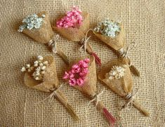 1 million+ Stunning Free Images to Use Anywhere Paper Flowers Diy, Handmade Flowers, Crafts For Teens, Diy And Crafts, Green Wedding Decorations, Family Flowers, Dried Flower Bouquet, Burlap Crafts, Easy Christmas Crafts
