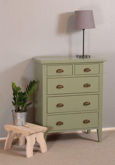 Vanhan vihreä piironki on tervaleppää. Dresser As Nightstand, Table, Furniture, Home Decor, Decoration Home, Room Decor, Tables, Home Furnishings, Home Interior Design