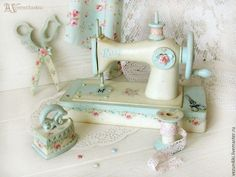 Sewing Machine Cabinet Diy Shabby Chic 63 Ideas For 2019 Sewing Machine Projects, Antique Sewing Machines, Sewing Art, Sewing Rooms, Sewing Room Organization, Sewing Table, Shabby Chic Decor, Crafty, Painting