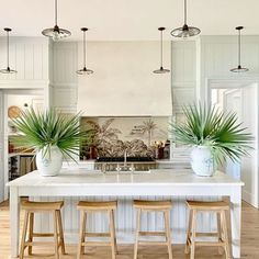 2019 Southern Living Idea House by Heather Chadduck – Katie Considers What's Decoration? Decoration may be the art of decorating … Antique Iron Beds, Custom Canopy, Southern Living Homes, Southern Cottage, Southern Style, Cocinas Kitchen, Disney Home Decor, Built In Bench, Bar Areas
