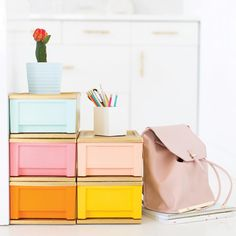 Design-y Dorm Room DIYs: 17 Perfect Projects (Apartment Therapy Main) Paint Plastic Drawers, Spray Paint Plastic, Painting Plastic, Painted Drawers, Plastic Drawer Organizer, Drawer Organisers, Plastic Storage, Diy Storage, Office Storage