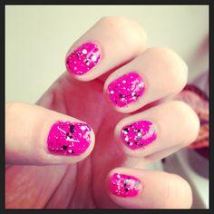 Paint splatter effect nails