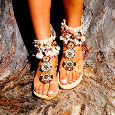 Paire de cuir véritable de sandales « Maya » orné de motifs de perles de verre et émail, & les glands. Incroyable style tzigane/Boho Chic ! Pour