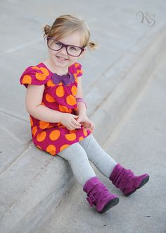 my daughter might have glasses like her mommy if she gets my crappy eye genes. at least kids with glasses are a-dor-a-ble!
