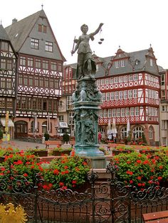 Altstadt Old Town, Frankfurt am Main, Germany. Visit Germany, Germany Travel, Beautiful World, Beautiful Places, Bósnia E Herzegovina, Places To Travel, Places To Visit, Frankfurt Germany, Frankfurt Main