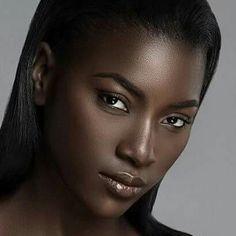 African beauty, my black is beautiful, beautiful women, dark skin beaut Beautiful Dark Skinned Women, Beautiful Black Girl, Beautiful Beautiful, Beautiful Drawings, Dark Skin Makeup, Dark Skin Beauty, Brown Skin Girls, Natural Makeup Looks, Natural Hair