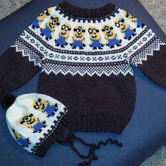 Det måtte jo komme noen søte #minions herfra også 😀😊 #strikking #strikkesida #strikkeglede #håndstrikket #tilsalgs #1år #genser #lue #knitting #knittingroom #handmade #madebyme Knitting For Kids, Liverpool, Minions, Boho Shorts, Diy And Crafts, Knit Crochet, Kids Outfits, Projects To Try, Victoria