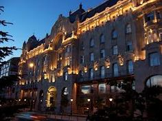 The Gresham Palace from outside Budapest, Lights, Mansions, Architecture, House Styles, Places, Home, Decor, Beleza