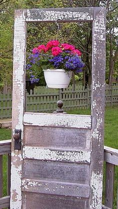 Great use for an old door! repurposed Plastic - Great use for an old door! repurposed Plastic You are in the right place abou - Garden Junk, Garden Doors, Garden Gates, Lawn And Garden, Porch Garden, Garden Whimsy, Old Screen Doors, Old Doors, Outdoor Projects