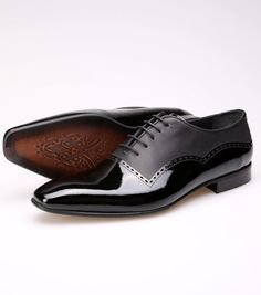 This listing for Mens Leather Shoes . Material: Upper: Suede In Sole: Leather Sole: Neolite Color: Black Made by our shop designer. We make this