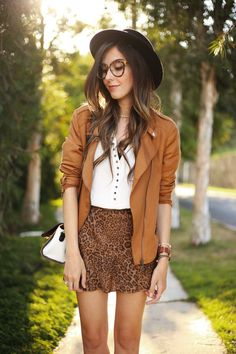 I love the mix of leopard print and camel, it's kinda classic and chic. So I chose some Shoulder pieces, including a perfect white shirt.