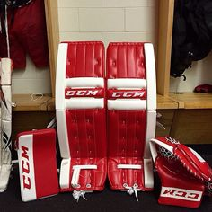 Here's a White & Red CCM Retro Flex setup. Classic look with a classic design. Hockey Goalie Equipment, Goalie Gear, Hockey Gear, Goalie Pads, Ice Hockey, Classic Looks, Retro, Sick, Pillows