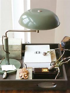Luminária de mesa em tom de verde Designer: Thomas O'Brien Fotógrafo: Laura Resen Fonte: American Modern