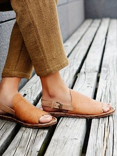 Bondi Drive Sandal | Open toe slide sandals featuring a distressed leather upper for a worn-in look. Adjustable ankle strap for an easy on-off.