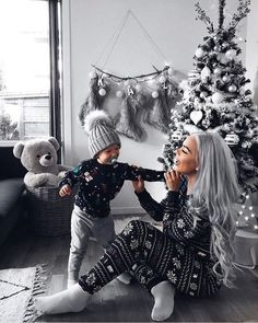 ideas baby kids fashion grey for 2019 Black Christmas Trees, Colorful Christmas Tree, Cozy Christmas, Christmas Pictures, Family Christmas, Christmas Tree Decorations, Christmas Breakfast, Magical Christmas, Xmas Holidays