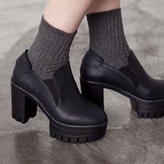 Bulky Platform Shoes - 비기닝