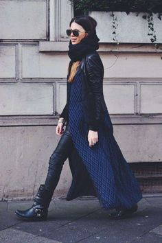 Come abbinare gli stivali bikers - Stivali bikers con leggings in pelle e maxi coat