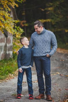 Photography for ridiculously happy people in Blue Mountain, Toronto, Muskoka, and beyond. Daddy And Son, Dad Son, Father And Son, Mom And Dad, Fall Family Portraits, Family Portrait Photography, Photography Ideas, Beach Family Photos, Family Pics