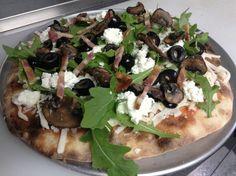 A taste of spring pizza! Wild arugula, fresh made ricotta cheese, black olives, garlic & Carlton Farms Bacon @Pulehu Pizza #eatmorepizza #grilledpizza #pdxeats
