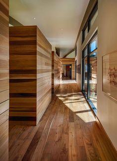 Modern Cabin-Like Retreat Rules The Californian Landscape
