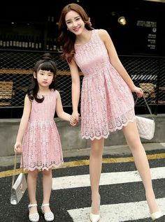Mom & daughter in ''pink''. Mom Daughter Matching Dresses, Mommy And Me Dresses, Mommy And Me Outfits, Kids Outfits, Girls Dresses, Mother Daughter Pictures, Mother Daughter Fashion, Fashion Kids, Baby Dress
