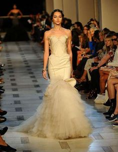 Zac Posen Spring 2012 Look 33, digging the vintage ivory color