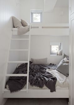 perfect loft bed solution for small spaces. Photo: Home Adore Small Space Living, Small Rooms, Small Spaces, Tiny Living, Kids Rooms, Bunk Beds With Stairs, Kids Bunk Beds, Bunk Beds For Adults, Adult Bunk Beds
