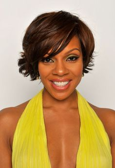Wendy Raquel Robinson Layered Razor Cut - Short Hairstyles Lookbook - StyleBistro