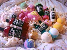 ☼ nσt єvєn thє ѕun cαn ѕhínє αѕ вríght αѕ чσu ☼ Lush Cosmetics, Handmade Cosmetics, Natural Cosmetics, Lush Products, Skin Products, Lush Store, Lush Fresh, Lush Bath Bombs, Bath Melts